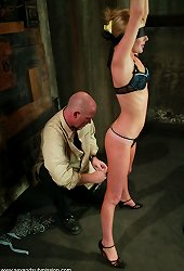 Photographer gets his model tied up and fucked